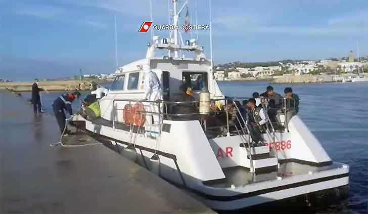 Santa Maria di Leuca, capitaneria intercetta migranti